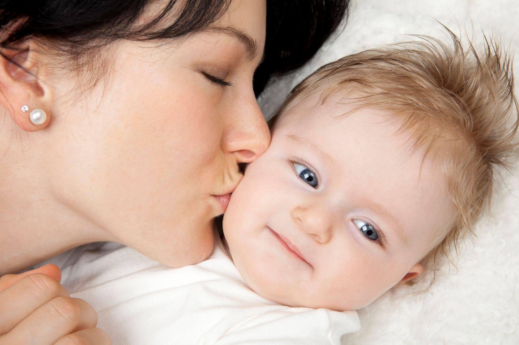 bệnh sùi mào gà lây truyền từ mẹ sang con