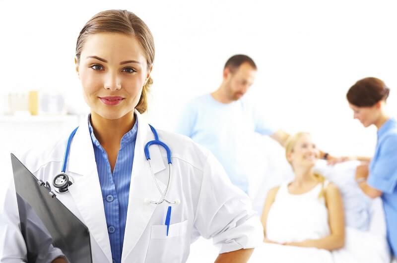 hư ra nhiều dưới dạng loãng và có kèm mủ hoặc máu. Khí hư loãng và nhiều là nguyên nhân, nguồn gốc của những căn bệnh nguy hiểm khác nhau có liên quan đến vùng kín của chị em phụ nữ. Để tránh ảnh hưởng đến sức khỏe cũng như khả năng sinh thì chị em phụ nữ cần phải chủ động trong việc bảo vệ bản thân. Ngoài những triệu chứng nêu trên, nếu chị em còn gặp phải dấu hiệu lạ nào khác thì có thể liên hệ ngay với những chuyên gia tư vấn của Nhà Hộ Sinh A để được giải đáp sớm nhất. Cách khắc phục tình trạng khí hư màu trắng sữa loãng